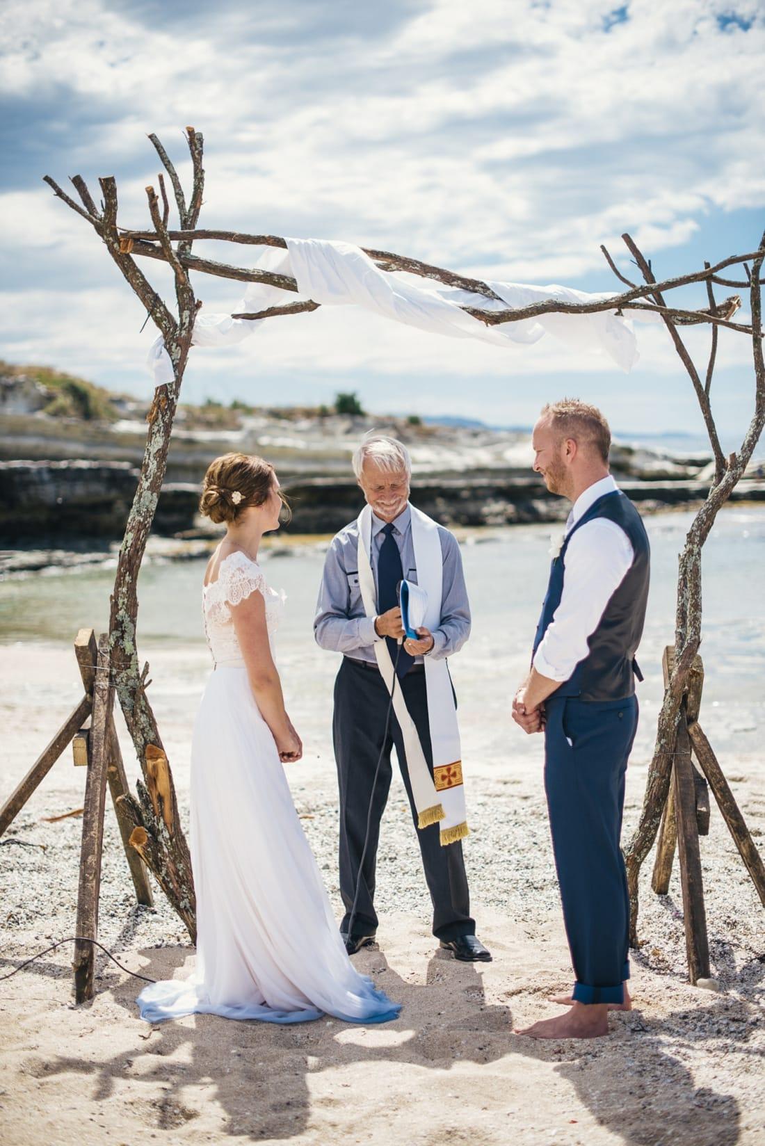 Suzy & Alan, Mahia Beach Wedding, Hawke's Bay | meredithlord.com