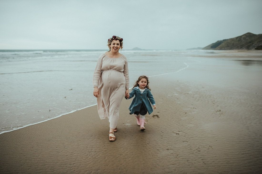 Ali - Stormy Beach Maternity Session, Hawke's Bay | www.meredithlord.com