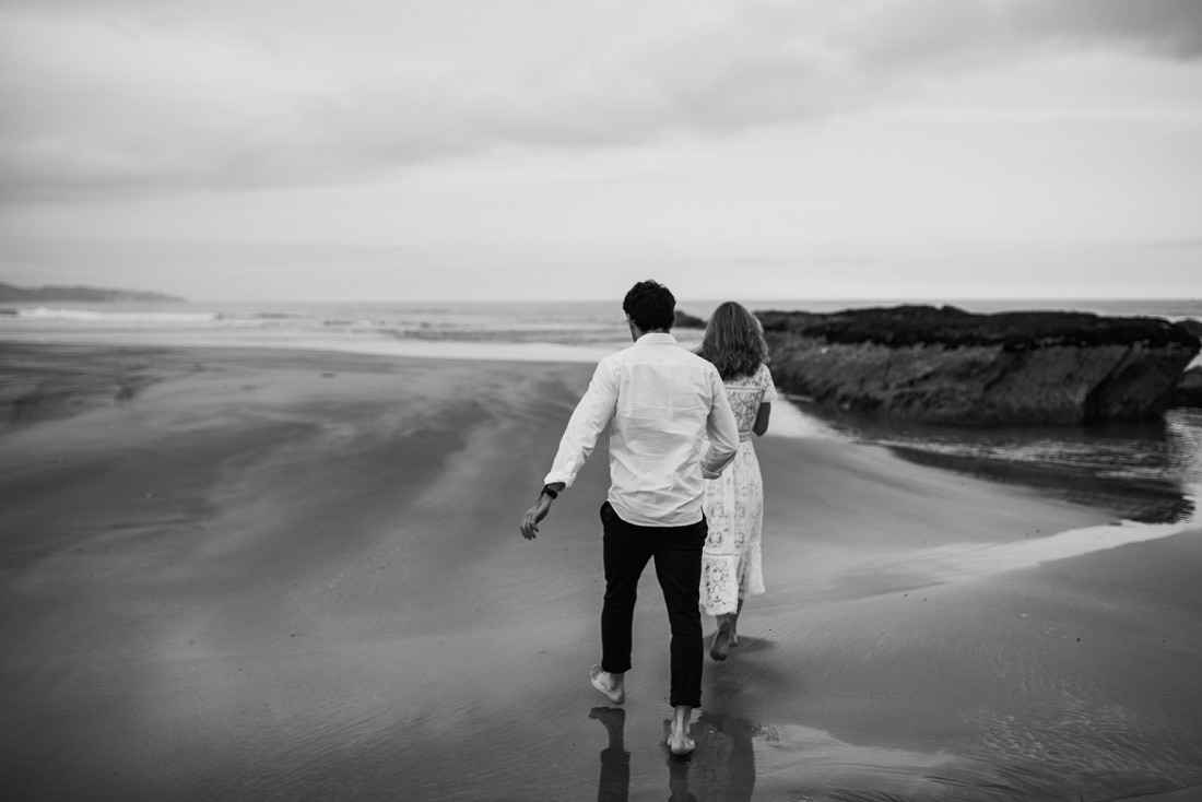 Hannah & Joe - Waimarama Beach, Hawke's Bay Engagement Session | www.meredithlord.com